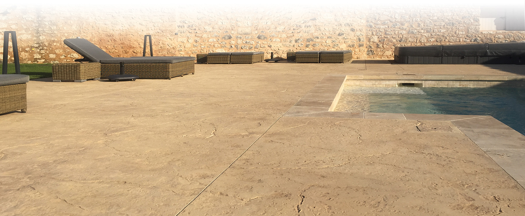 Beton Cire Exterieur Avis decodal, créateur de sols décoratifs en béton : béton marqué